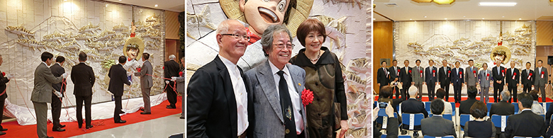 Left: The moment of the unveiling     Center: Mr. Yaguchi with a smile (center) with Mr. Tetsuya Chiba (left) and Ms. Machiko Satonaka (right)     Right:  Commemorative photography