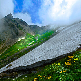 Win a Prize<br>[Hakuba's Big Snowy Gorge in the Height of Summer] NOTO Masatoshi